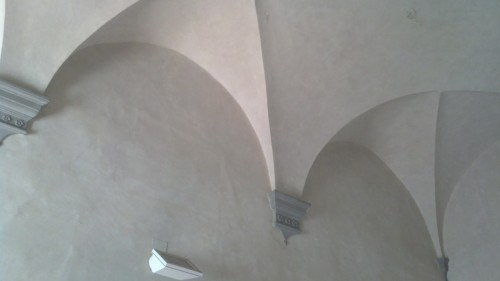Vaulted ceiling in the main entry hall of Galileo's rented villa in Arcetri. (No, the light fixture is not original.) [Credit: M. Strassler]